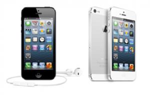Nykyinen Apple iPhone 5 mustana ja valkoisena