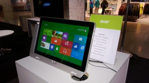 Acer Iconia W700 telakkakehyksessään