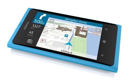 Ensimmäinen Nokian Windows Phone, vuonna 2011 esitelty Lumia 800.