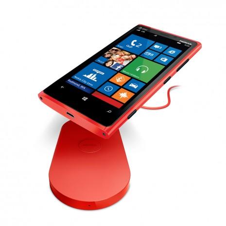 Langattomassa latauksessa älypuhelimissa ei ole enää mitään uutta, mutta toistaiseksi tekniikka ei ole saavuttanut suosiota, jota siltä aikanaan odotettiin. Muun muassa Nokia panosti aikanaan vahvasit langattomaan lataamiseen ensimmäisissä Lumioissaan.