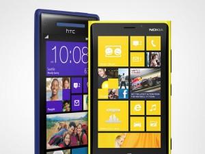 Uusissa Windows Phone 8 -puhelimissa on tallennustilaongelma. Kuvassa HTC:n Windows Phone 8X ja Nokian Lumia 920.