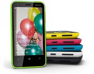 Nokian Lumia 620 eri väreissä