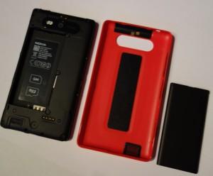 Nokia Lumia 820: laite, perustakakuori, akku