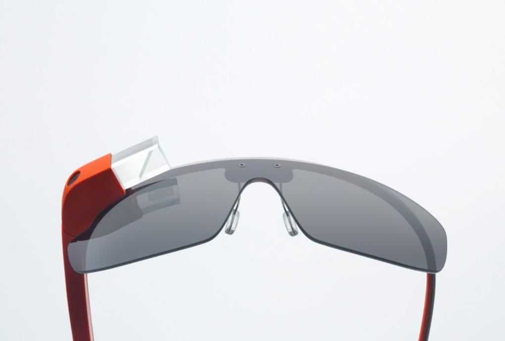 Google Glass aiemmin julkaistussa kuvassa kehyksillä
