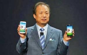 Samsungin JK Shin esittelemässä Galaxy S4:ää