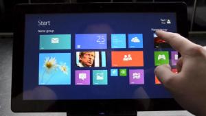 Windows 8:n Blue-päivityksen Aloitus-näkymä The Vergen videolla
