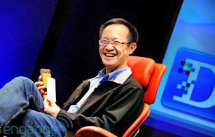 Lin Bin 'D:Dive Into Mobile'-konferenssissa New Yorkissa. (Kuva: www.engadget.com)