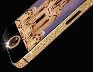 Apple iPhone 5 kultaisena ja timanteilla koristeltuna