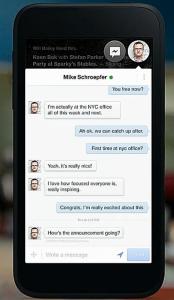 Facebook Messengerin Chatheads -toiminto, toinen normaali sovellus taustalla. Yläkulman naamakuvaketta painamalla keskustelunäkymä sulkeutuu.