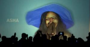 Toimitusjohtaja Stephen Elop lavalla Nokian Asha-julkistustilaisuudessa