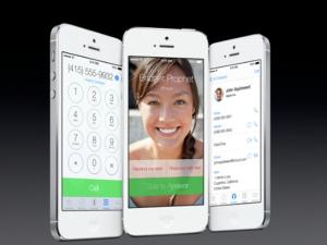 Uuden iOS 7:n Puhelin-sovellus