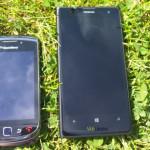 Nokian EOS BlackBerry-puhelimen vieressä ViziLeaksin julkaisemassa kuvassa