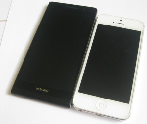 Huawei Ascend P6 vs. Apple iPhone 5 edestä