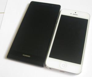 Huawei Ascend P6 vs. Apple iPhone 5 edestä