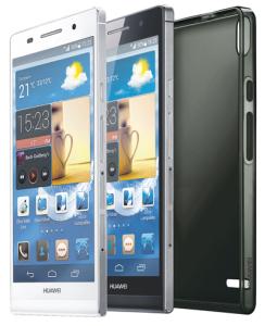 Huawei Ascend P6 valkoisena ja mustana sekä laitteen mukana toimitettava suojakuori