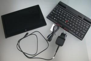 Lenovo ThinkPad Tablet 2:n mukana tulee vain virtalähde ja USB-johto. Näppäimistö myydään lisävarusteena.