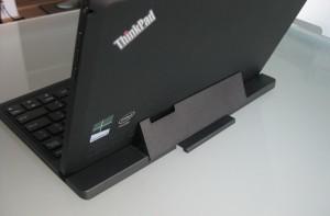 Lenovo ThinkPad Tablet 2 ja lisävarustenäppäimistö takaa