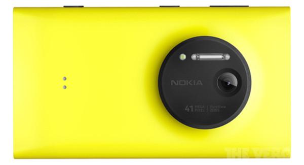 Nokia Lumia 1020 takaa The Vergen julkaisemassa lehdistökuvassa