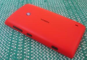 Nokia Lumia 520 sivusta ja takaa