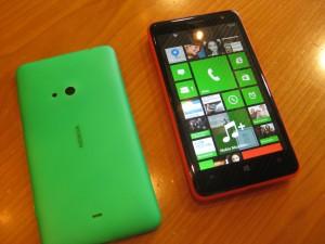 Nokia Lumia 625 ja vihreä takakuori
