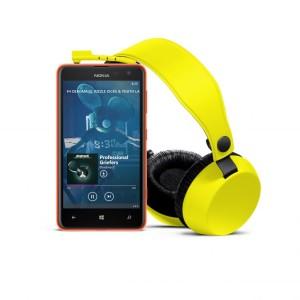 Nokia Lumia 625 ja Coloud Boom -kuulokkeet