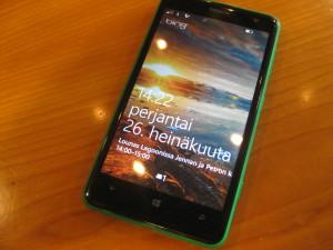 Nokia Lumia 625 ja Windows Phone 8:n lukitusnäkymä
