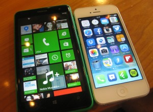Nokia Lumia 625:n 4,7 tuuman näyttö vs. Apple iPhone 5:n 4 tuuman näyttö