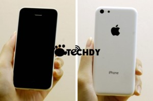 Tältä Applen odotetun edullisemman muovikuorisen iPhonen pitäisi näyttää. Techdyn kuva.