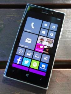 Nokia Lumia 925 edestä
