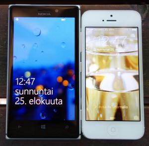 Nokia Lumia 925 vs. Apple iPhone 5. iPhonen näyttö tuntuu Lumia 925:n rinnalla pieneltä