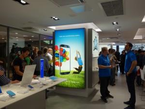 Samsung Experience Store avajaispäivänä
