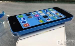 Apple iPhone 5C sinisenä värivaihtoehtona iapps.im:n julkaisemassa kuvassa