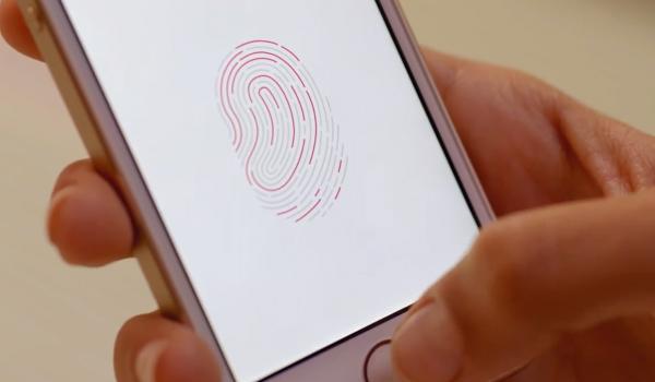 Apple iPhone 5s:n sormenjälkitunnistin opetetaan tunnistamaan käyttäjän sormi useilla painalluksilla
