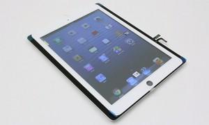 Tulevan viidennen sukupolven iPadin etupaneeli nykyisen 4. sukupolven mallin päällä aiemmin vuotaneessa kuvassa