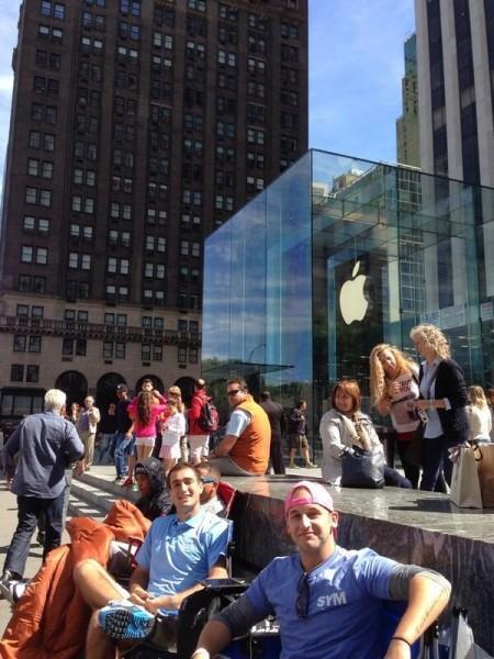 iPhone 5S/5C -jono Applen New Yorkin Fifth Avenuen Storen edessä