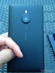 Lumia 1520 takaa The Vergen julkaisemassa kuvassa