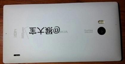 Nokia Lumia 1520 valkoisena ja Verizonin logolla. Kuvan julkaisi Weibossa Houdabao-nimimerkki.