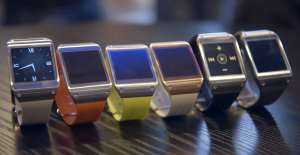 Samsung Galaxy Gear -älykelloja rivissä