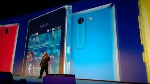 Stephen Elop julkisti uudet Ashat Nokia Worldissa