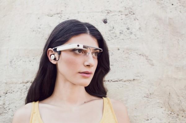 Google Glassin uusi versio - mukana korvakuuloke