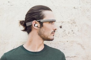 Google Glass ja korvakuuloke
