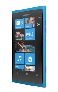 Lumia 800 oli ensimmäinen Nokian Windows Phone -puhelin.