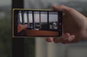 Nokia Camera Lumia 1520:ssa - huomaa oikeassa reunassa näyttöä aiemman kahden sijaan kolme kuvaustilavaihtoehtoa