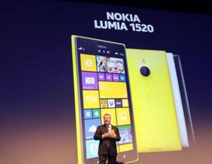 Stephen Elop julkisti Lumia 1520:n lokakuussa 2013 - sittemmin todella merkittäviä uutuuksia ei olekaan vielä nähty