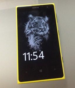 Nokia on tuonut Glance Screenille myös kuvamahdollisuuden - tässä näkyvissä aiemmassa Lumia 1020 -puhelimessa