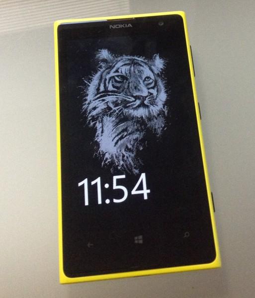 Glance Background ja yksi valmiista kuvista Lumia 1020:n näytöllä