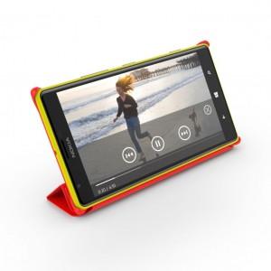 Nokia Lumia 1520 ja seisontatueksi taittuva suojakuori
