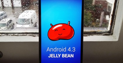 Samsung Galaxy S4 + Android 4.3 Jelly Bean SamMobilen kuvassa