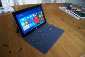 Nykyinen Microsoft Surface Pro 2 ja Touch Cover -näppäimistö