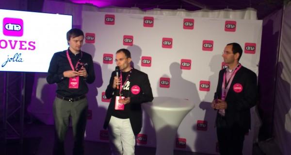 Jollan toimitusjohtaja Tomi Pienimäki kertomassa yhdessä DNA-johtajien kanssa Jollasta tänäisessä tilaisuudessa